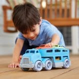 camion remorque et 3 voitures