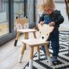 enfant et sa chaise